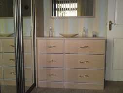 Fitted chest of drawers